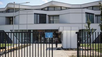 Hisz a debreceni közoktatásban, ezért adta a közpénzen épült magániskolába gyermekét a polgármester