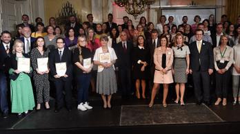 Lovasi András, Oberfrank Pál és Novák Katalin is Családok Angyala díjat kapott