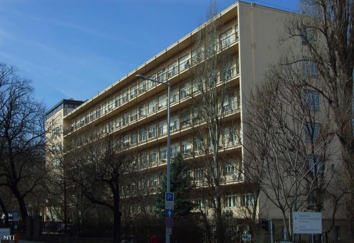 Az Országos Gerincgyógyászati Központ kórházépülete a fõváros XII. kerületében a Királyhágó utcában.