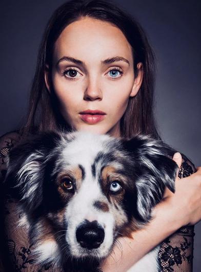 Danielle Kroon szemei nemcsak hatalmasak, hanem a heterokrómia nevű elváltozásnak köszönhetően eltérő színűek is. Tekintete mindenkit azonnal rabul ejt - nem véletlenül rajonganak érte a modellügynökségek.