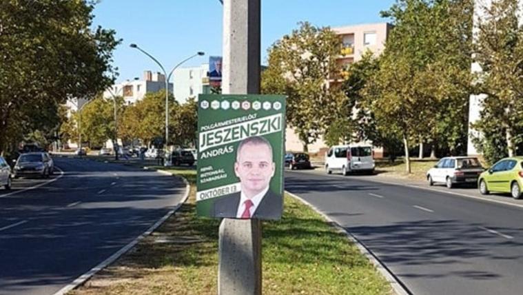Itt egy ellenzéki plakát volt, de ellopták azt is