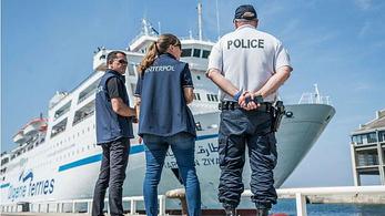 Egy tucat tengeren érkezett terroristagyanús embert szűrt ki az Interpol