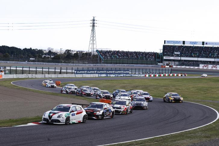 A WTCR mezőnye a szuzukai versenypályán 2018-ban