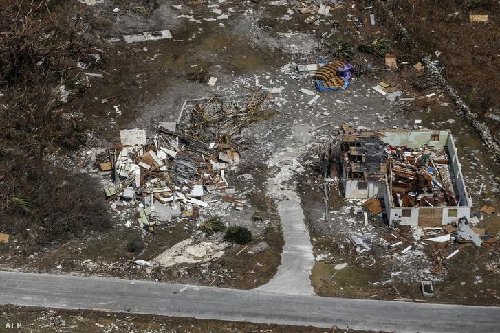 Légi felvétel a Dorian hurrikán utáni pusztításról Freeportban, Grand Bahamán 2019. szeptember 5-én