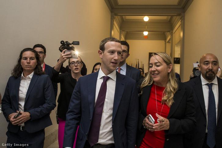 Mark Zuckerberg csütörtökön találkozott a törvényhozókkal is a Capitol Hill-ben