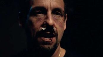 Adam Sandlert véresre verik legújabb filmjében