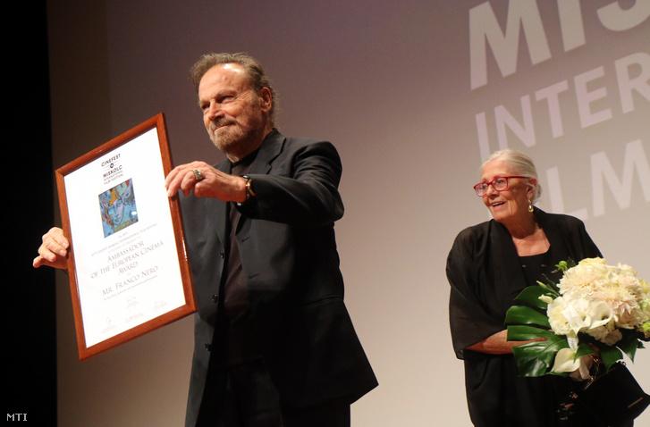 Franco Nero, miután átvette az Európai Mozi Nagykövete díjat, jobbra felesége, Vanessa Redgrave a 16. CineFest Miskolci Nemzetközi Filmfesztiválon, a Művészetek Házában 2019. szeptember 19-én