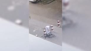 A kerekesszékével eldőlt beteget rugdosott a miskolci kórház udvarán egy betegkísérő