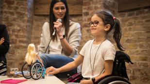 Kerekesszékes és műlábas Barbie tanít elfogadásra