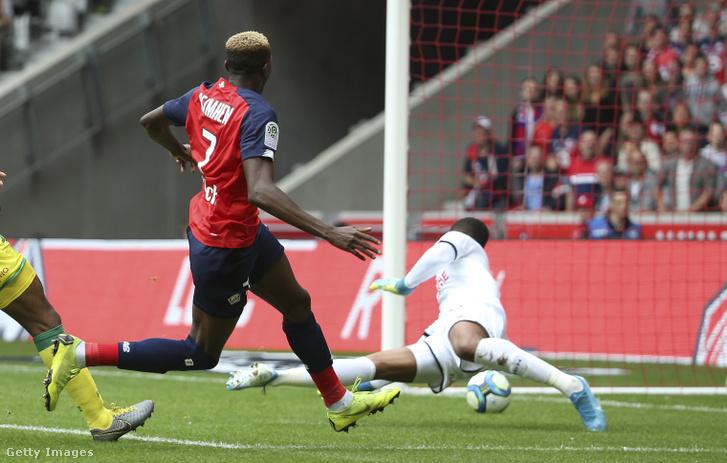 Victor Osimhen gólt lő Lille OSC és FC Nantes mérközésen idén augusztusban
