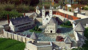 Az egri vár volt igazgatója azzal vádolja Nyitrai Zsoltot, hogy meg akarta sarcolni a vár felújítására szánt pénzt