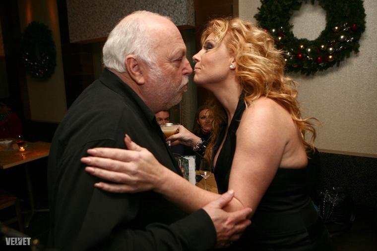 Ezt a képet Andy Vajnáról és Liptai Claudiáról a korábban már említett Megasztár-széria zárópartiján készítettük 2010 decemberében