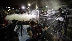 Több száz nő csapott össze rendőrökkel az ultraszigorú abortusztörvény miatt