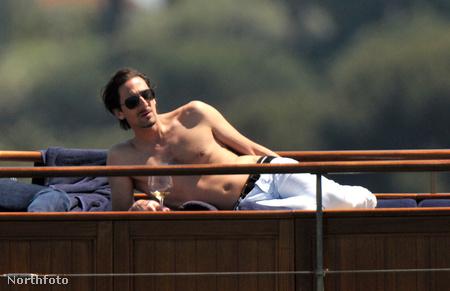 Adrien Brody Cannes-ban, a Diesel alapítójának, Renzo Rossónak hajóján