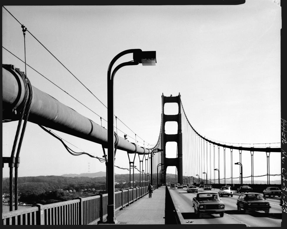 A sebességhatár a hídon 45 mérföld óránként (72 hm/h), ezt 1996-ban csökkentették le 55-ről.
