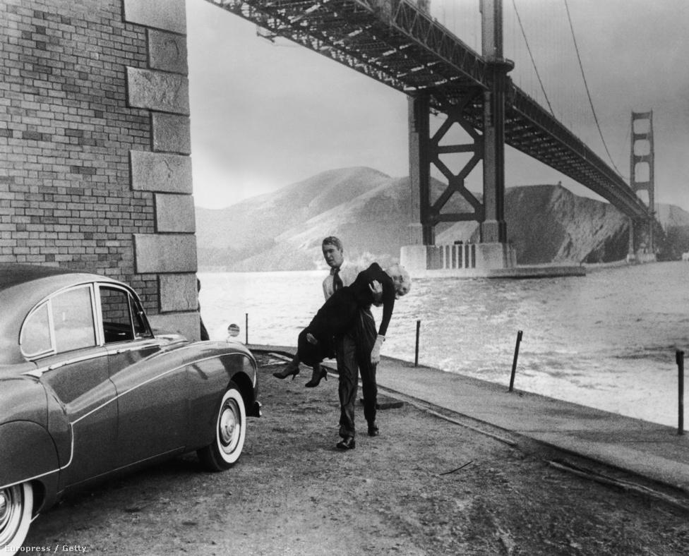A Golden Gate számtalan filmben feltűnt. A fenti képkocka Alfred Hitchcock 1958-as Örvényéből való, James Stewart ölében az alélt Kim Novak, mit sem törődik a híd lehengerlő szépségével.