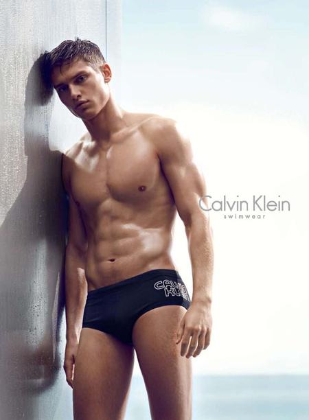 Vlagyimir Ivanov a Calvin Klein egy korábbi, fürdőruhát reklámozó kampányában