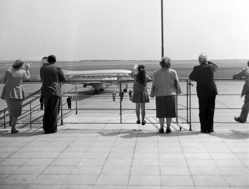 A repülőtér minden korban élmény volt.