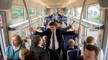 Vasárnap ingyen vonatozhatnak az autósok