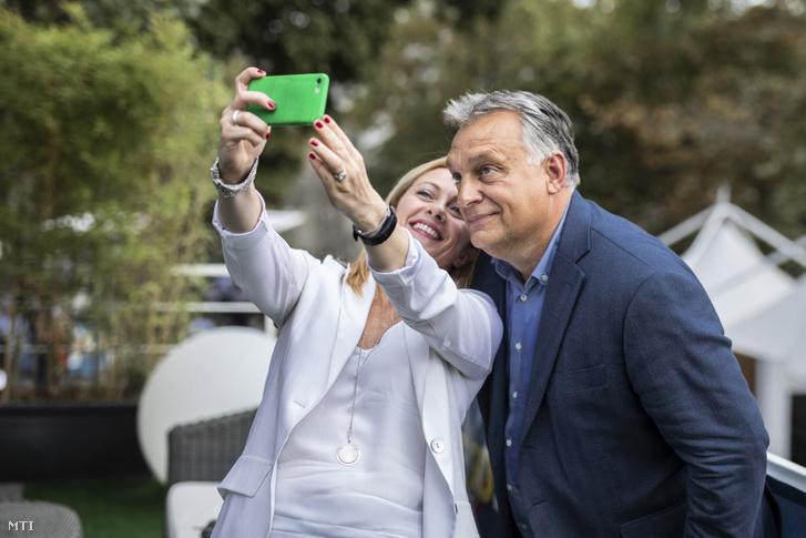 Orbán Viktor és Giorgia Meloni az Olasz Testvérek (FdI) párt vezetője az Atreju nevű párttalálkozón, Rómában, 2019. szeptember 21-én.