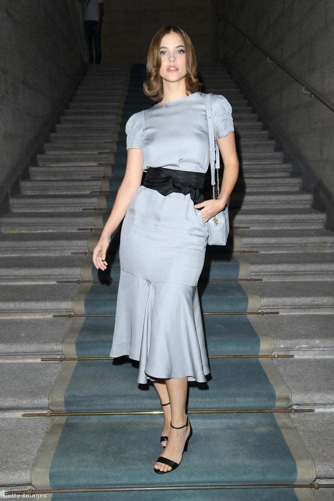 Palvin Barbara az Armani divatbemutatóját nézte az első sorból ebben a szettben