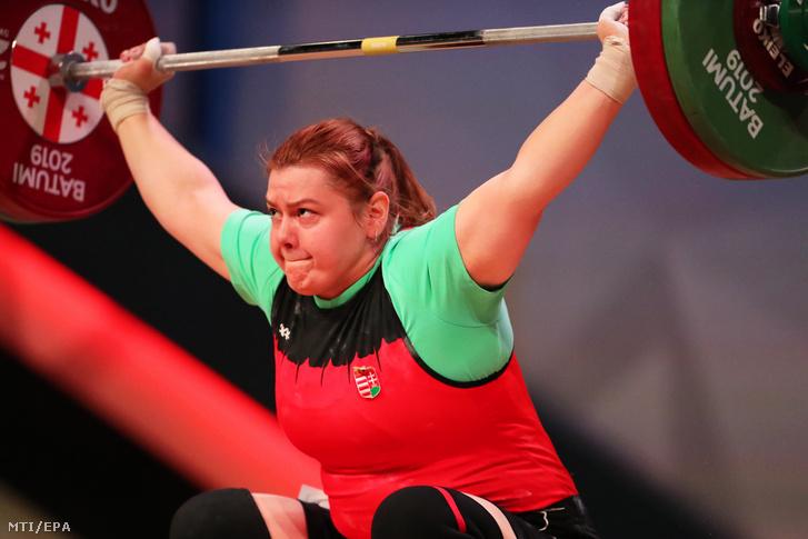 Magát Krisztina versenyez a nők 87 kilogrammos súlycsoportjának döntőjében a súlyemelő Európa-bajnokságon a georgiai Batumiban 2019. április 12-én.