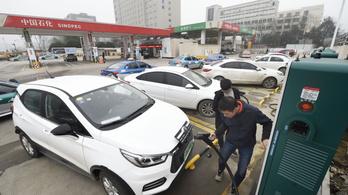 Kínában már 1300 emberre jut egy elektromos töltőállomás