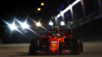 Nagy Ferrari-Mercedes-harc a győzelemért Szingapúrban