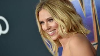 Vajon tud arról Scarlett Johansson, hogy a magyar kormánypropaganda kesztyűbábja lett?