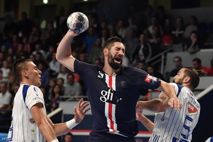 Nikola Karabatic, a Paris Saint-Germain játékosa (k) a MOL-Pick Szeged ellen a férfi kézilabda Bajnokok Ligája csoportkörének második fordulójában játszott mérkőzésen Párizsban 2019. szeptember 22-én.