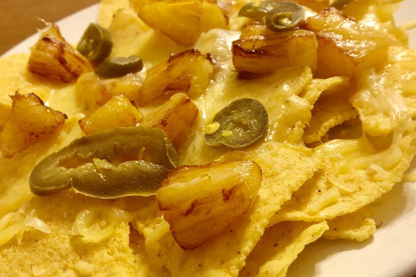 Ropogós nachos édes-csípős feltétekkel - A rásült sajttól lesz ellenállhatatlan