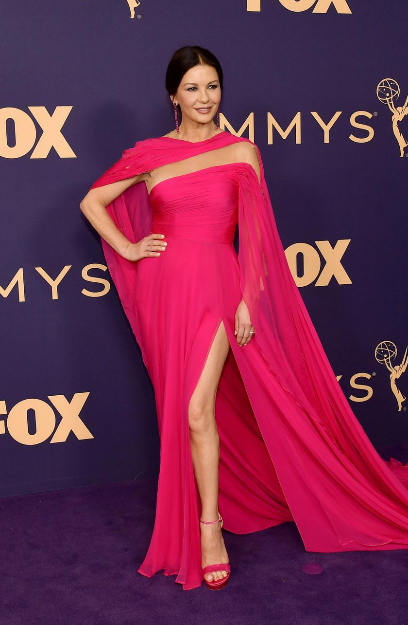 Catherine Zeta-Jones egy pink Georges Hobeika-kreációban jelent meg a gálán.