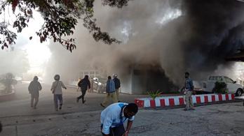 Kormányzati épületet gyújtottak fel az indonéz tüntetők