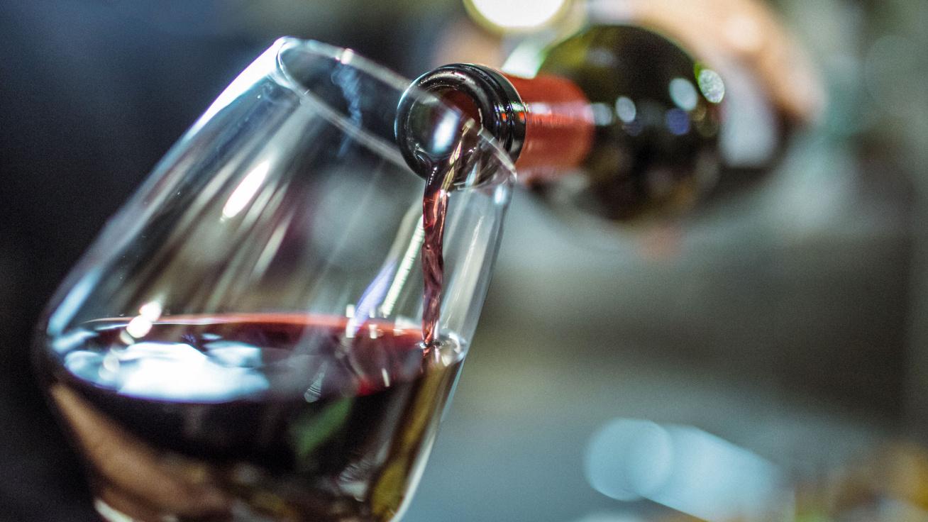 Meddig tartható el a felbontott bor a hűtőben? Így tárold, hogy ne romoljon meg