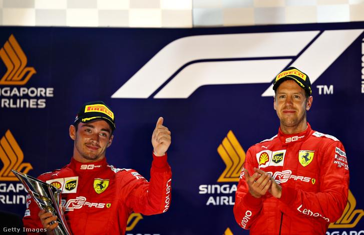 Charles Leclerc (bal oldal) és Sebastian Vettel a szingapúri futam után vasárnap