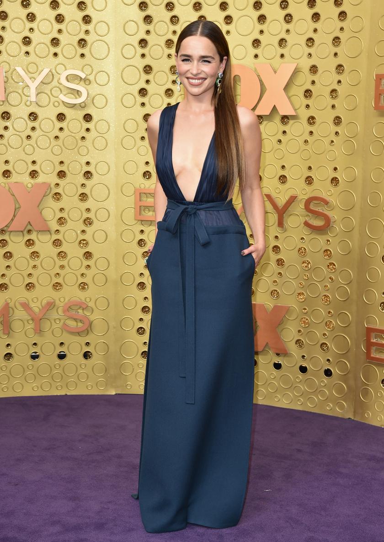 A Daenerys Targaryent alakító Emilia Clarke Valentino-ruhája ellopta a show-t az Emmy-gálán.