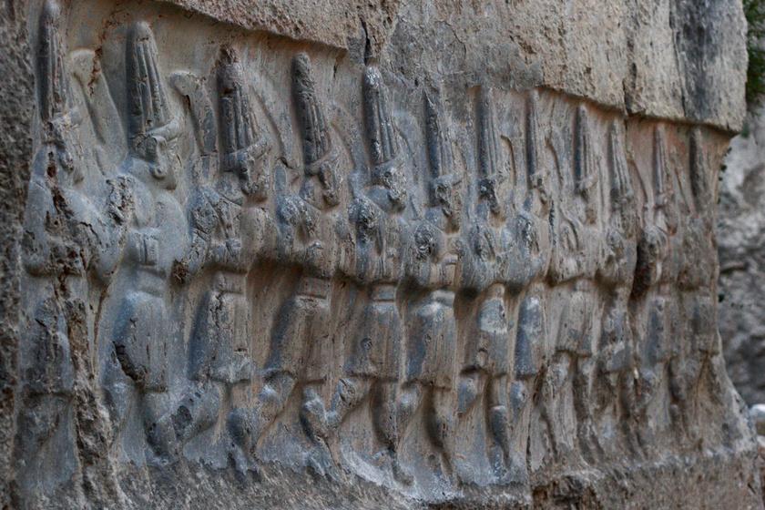 12 anunnaki, akik valószínűleg a naptári hónapokat szimbolizálták az itt élőknek.