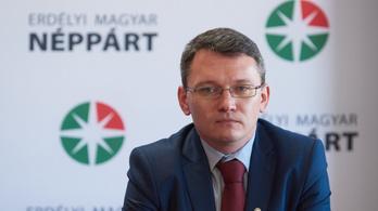 Náci karlendítéssel pózolt az erdélyi magyar politikus