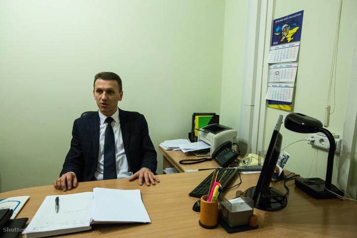 Roman Truba irodájában 2018 februárjában