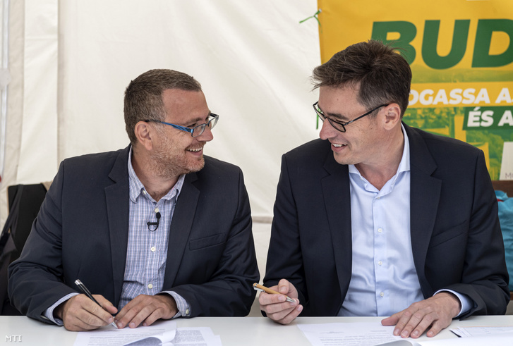 Székely Sándor, a Magyar Szolidaritás Mozgalom elnöke független országgyűlési képviselő (b) és Karácsony Gergely, az ellenzék főpolgármester-jelöltje