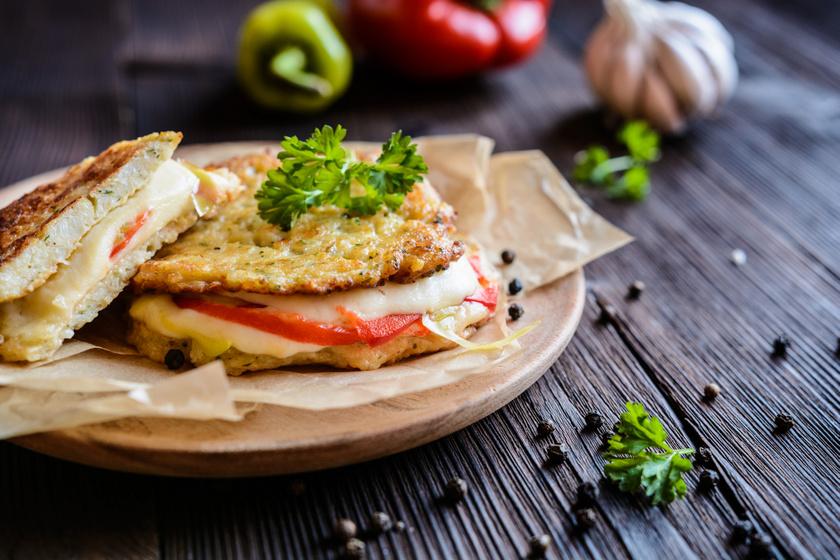 Kalóriaszegény szendvics karfiolból, mozzarellával, paprikával: diéta alatt is tökéletes