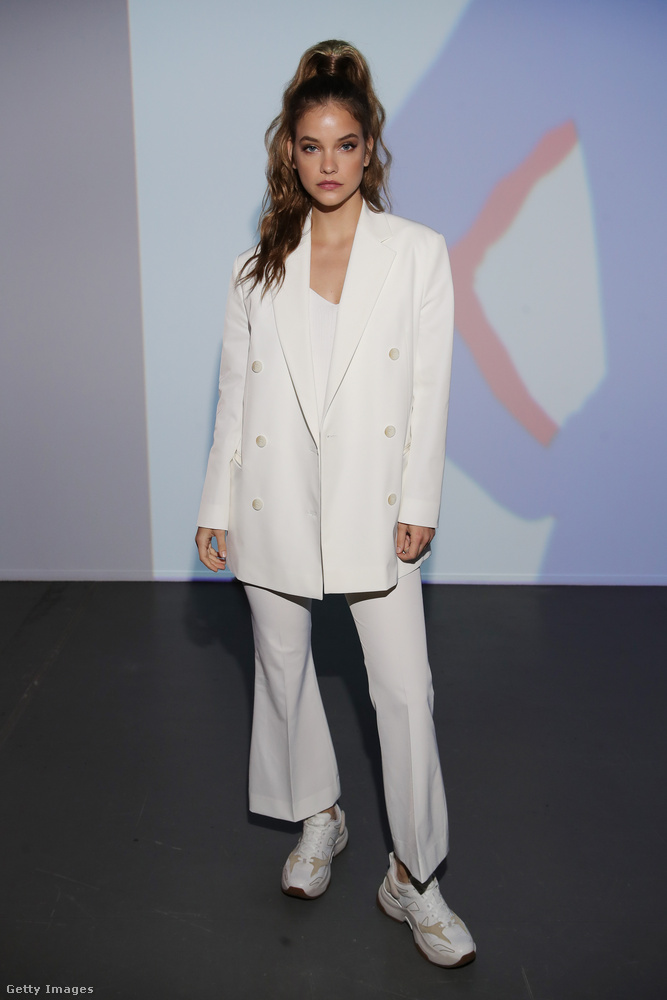 Aztán vasárnap az asszonyos stílusról átváltott a sportos-trendire egy újabb divatbemutató kedvéért