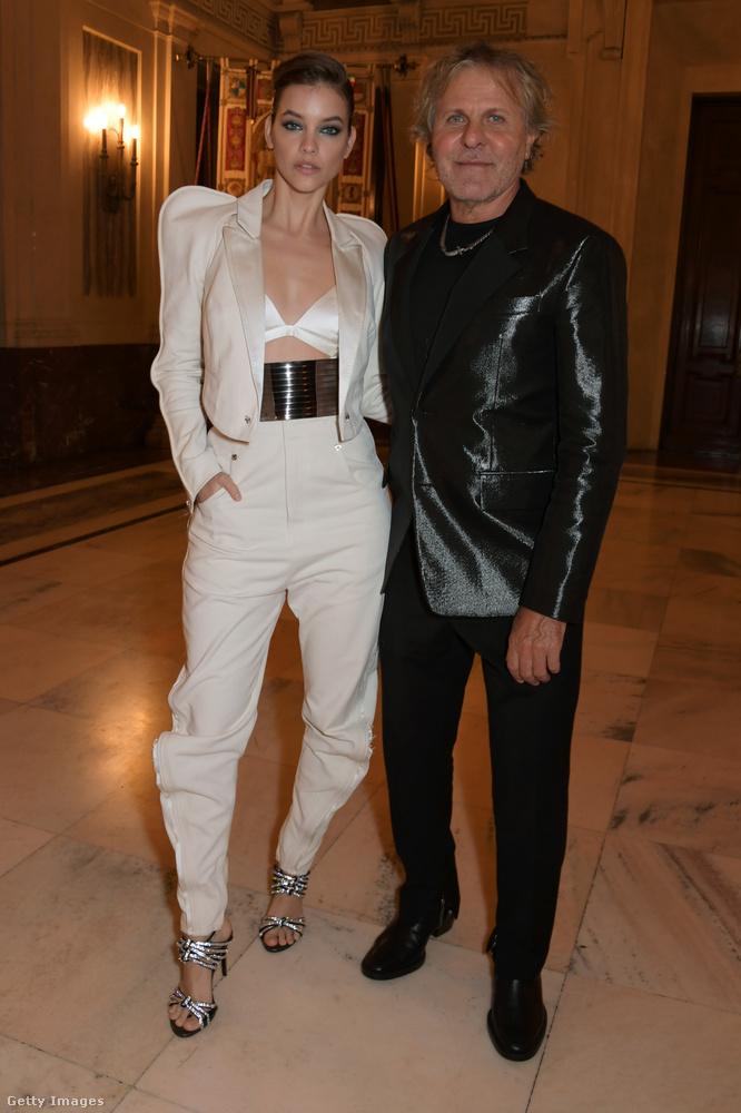 Ez a férfi nem Dylan Sprouse, hanem Renzo Rosso, a Diesel divatcég milliárdos alapítója-tulajdonosa.