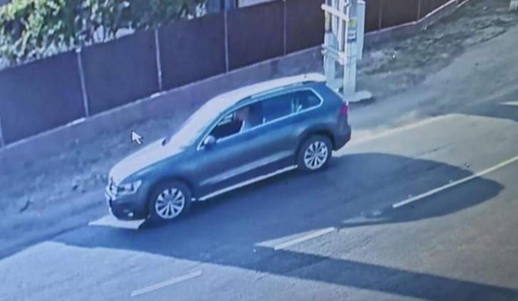 A térfigyelő kamera egyik képe az autóról