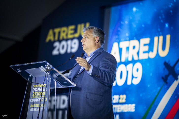 Orbán Viktor miniszterelnök beszédet mond az Atreju nevű rendezvényen, a jobboldali Olasz Testvérek (FdI) párttalálkozóján Rómában 2019. szeptember 21-én.
