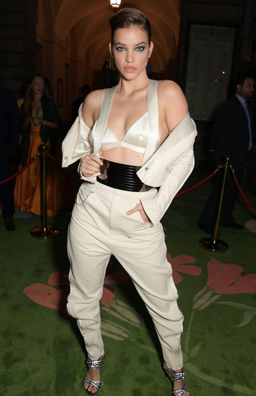 Barbara Palvin a Diesel szexi összeállításában jelent meg a Green Carpet Fashion Awardson.