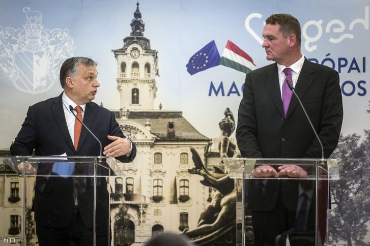 Orbán Viktor miniszterelnök (b) és Botka László (MSZP) polgármester a Modern városok program keretében kötött együttműködési megállapodás aláírása után tartott sajtótájékoztatón a szegedi városházán 2017. január 30-án