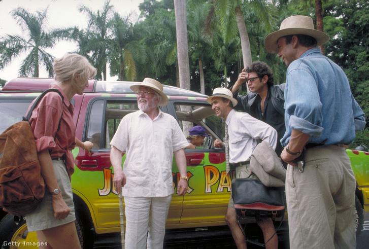 Laura Dern, Richard Attenborough, Martin Ferrero, Jeff Goldblum és Sam Neill az 1993-as Jurassic Park egyik jelenetében