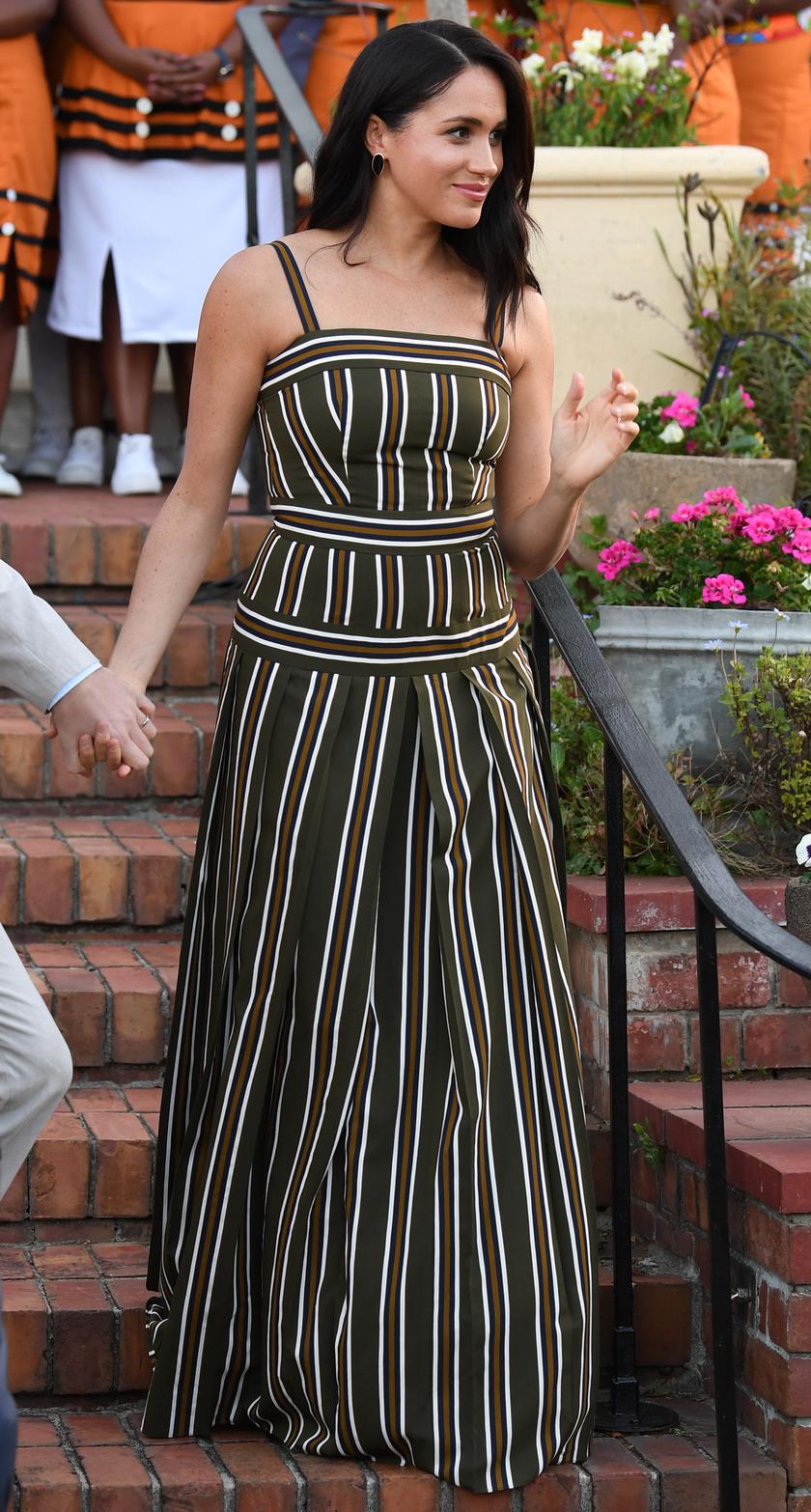 Nem csoda, hogy ismét viselni szerette volna ezt a ruhát - fantasztikusan áll rajta.