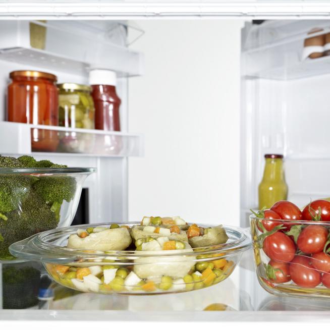 Hogy érdemes berendezni a hűtőt? Nem mindegy, hova kerül a hús és hova a gyümölcs